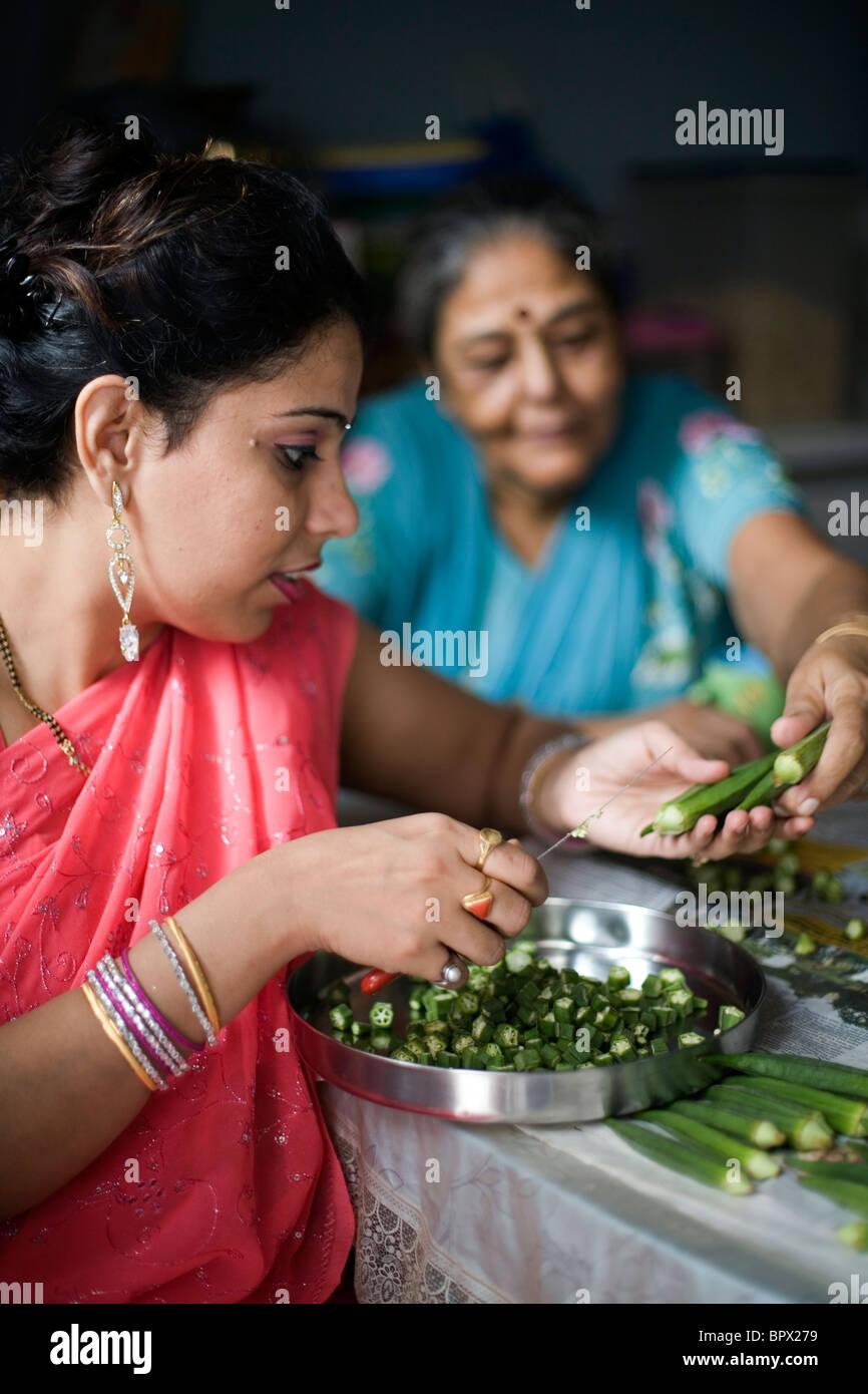 Delhi number housewife contact in Savita Sharma,