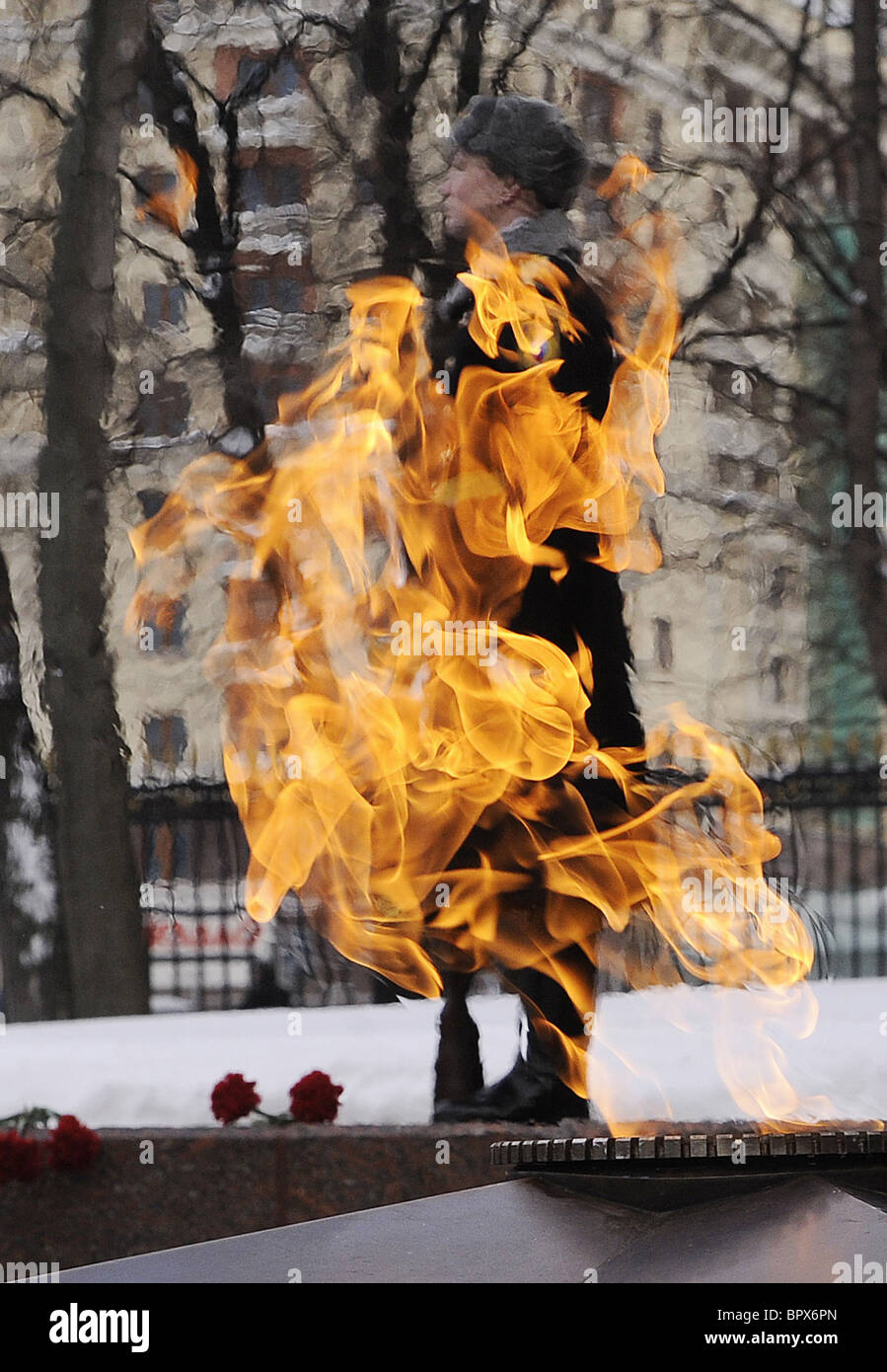 Eternal flame returned to Tomb of Unknown Soldier in Moscow - Stock Image