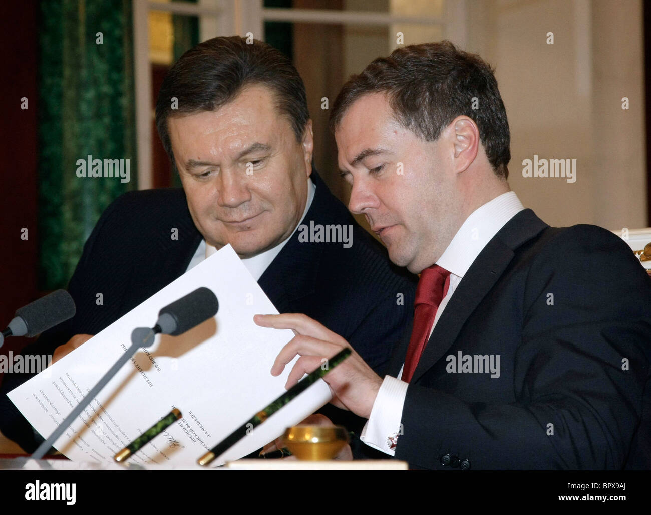 Presidents of Russia and Ukraine meet for talks - Stock Image