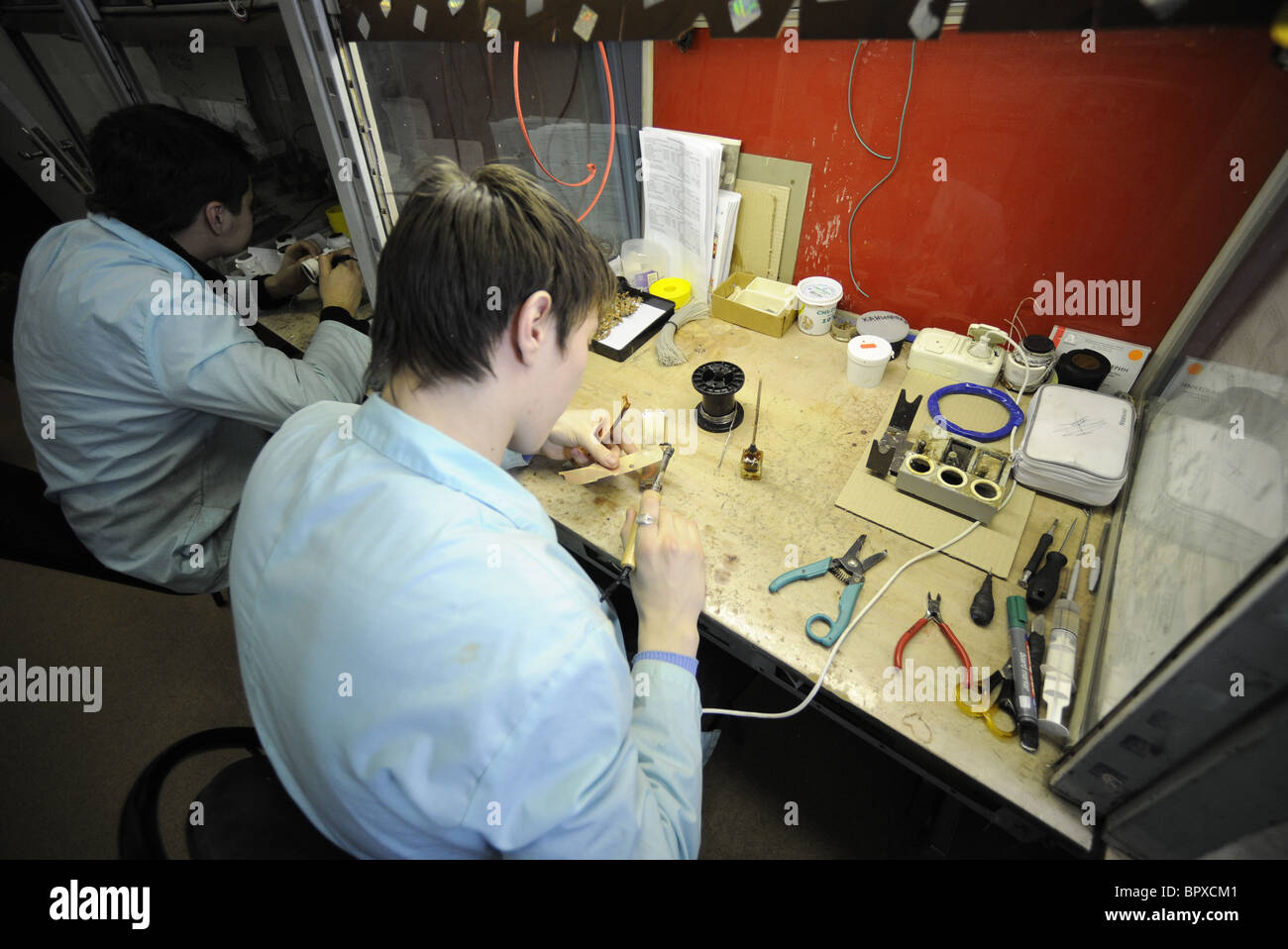 Manufacture of electron-optical image converters - Stock Image