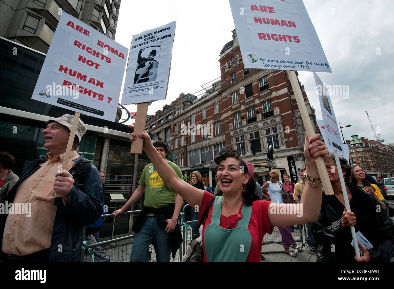 Roma Gypsies and Irish Travelers protest in London about the French persecution and closing down of Gypsy camps - Stock Image