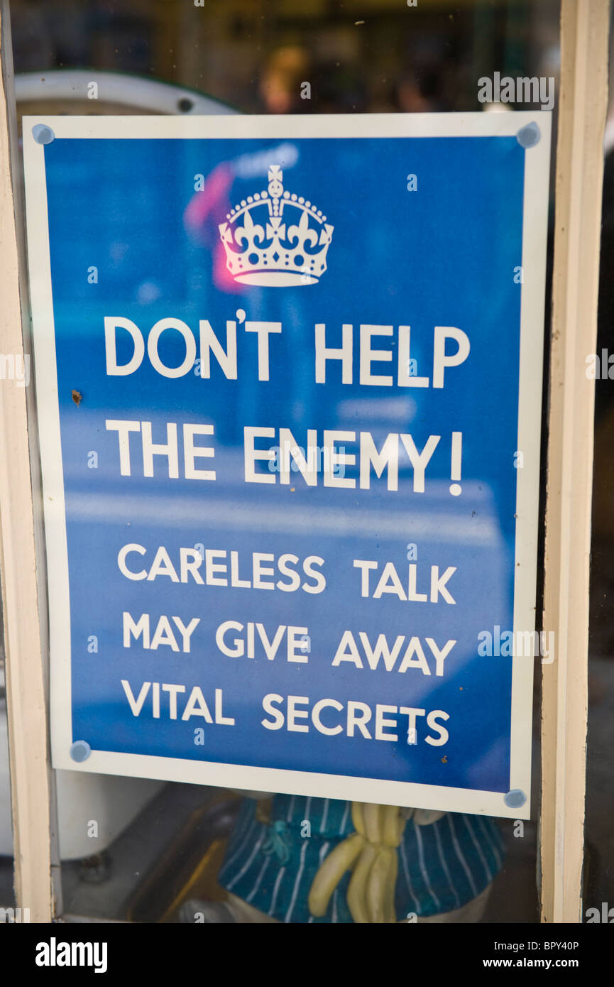 DON'T HELP THE ENEMY WW2 poster in shop window for 1940s event UK - Stock Image