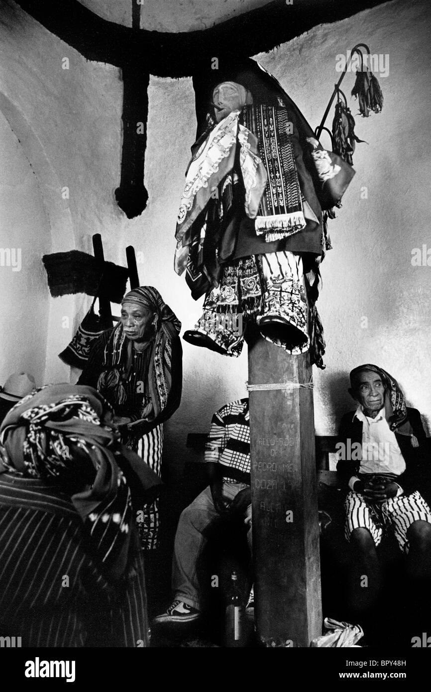 The effigy of the 'dirty eating' saint Maximon crucified during the Holy Week celebrations in Santiago Atitlan, - Stock Image