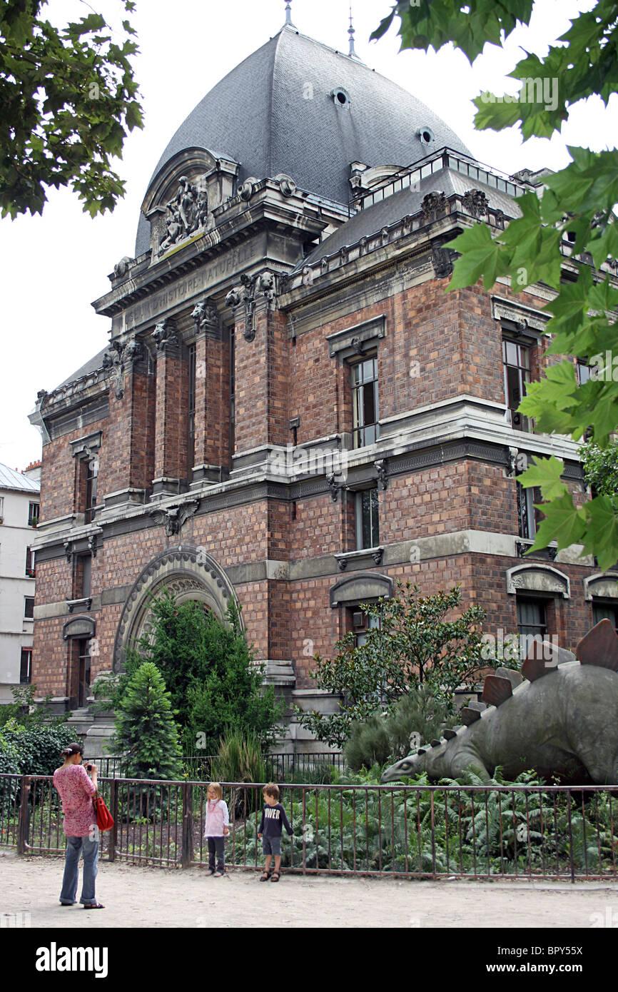 Paleontology Museum, Paris, in the Jardin des Plantes. - Stock Image