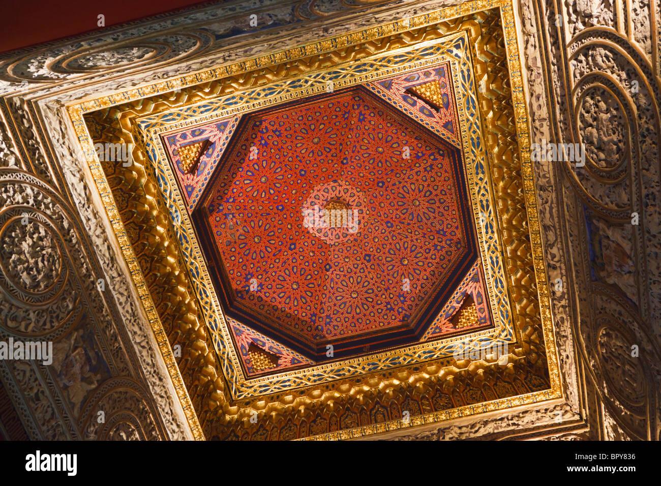 Segovia, Segovia Province, Spain. Throne room in the Alcazar. The Mudejar ceiling. - Stock Image