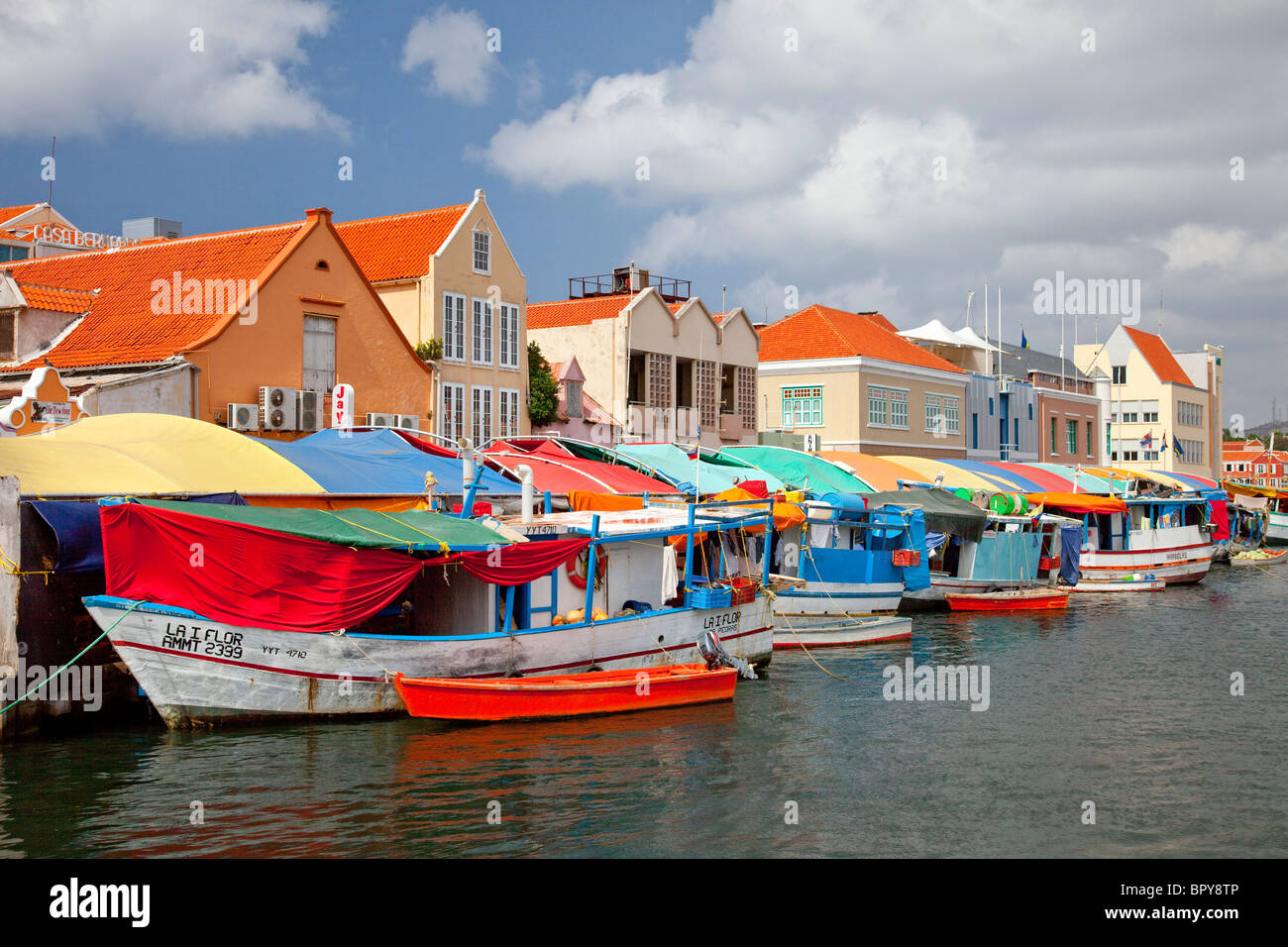 Boats at the floating market in punda willemstad curacao for Tp fish market