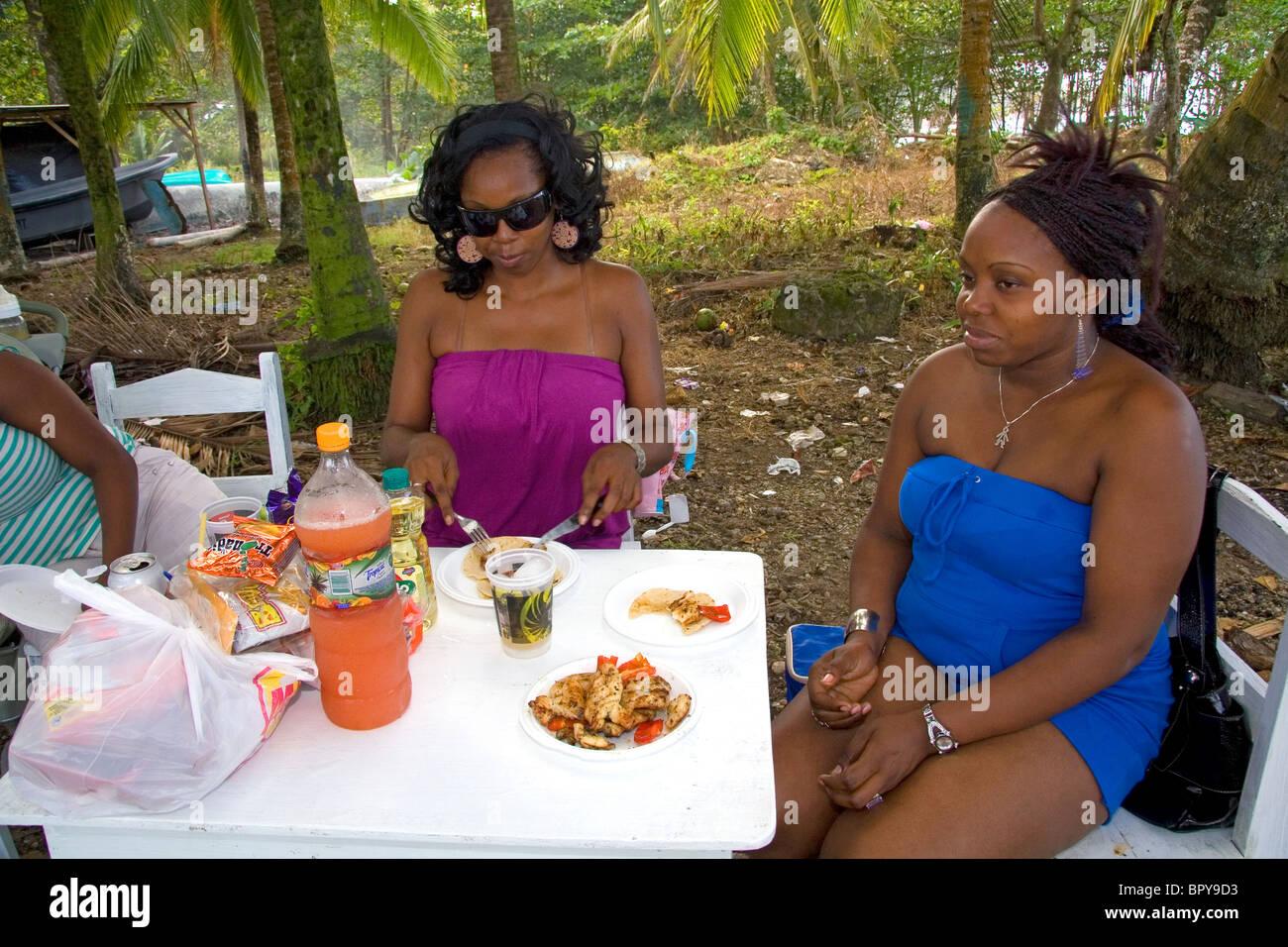 Afro-caribbean women having a picnic at Puerto Limon, Costa Rica. - Stock Image