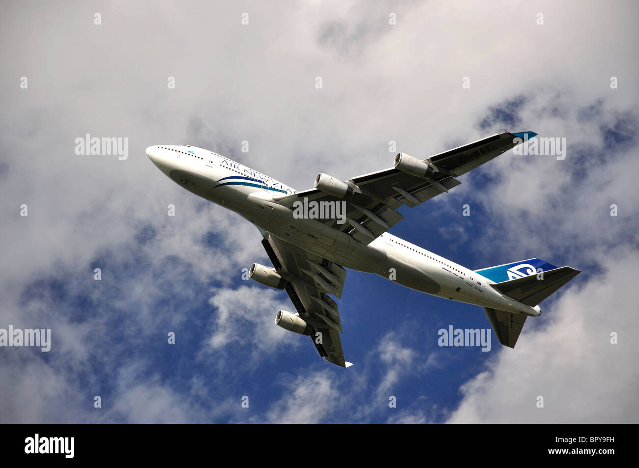 Air New Zealand Boeing 747-400 aircraft taking off from Heathrow Airport, Greater London, England, United Kingdom - Stock Image
