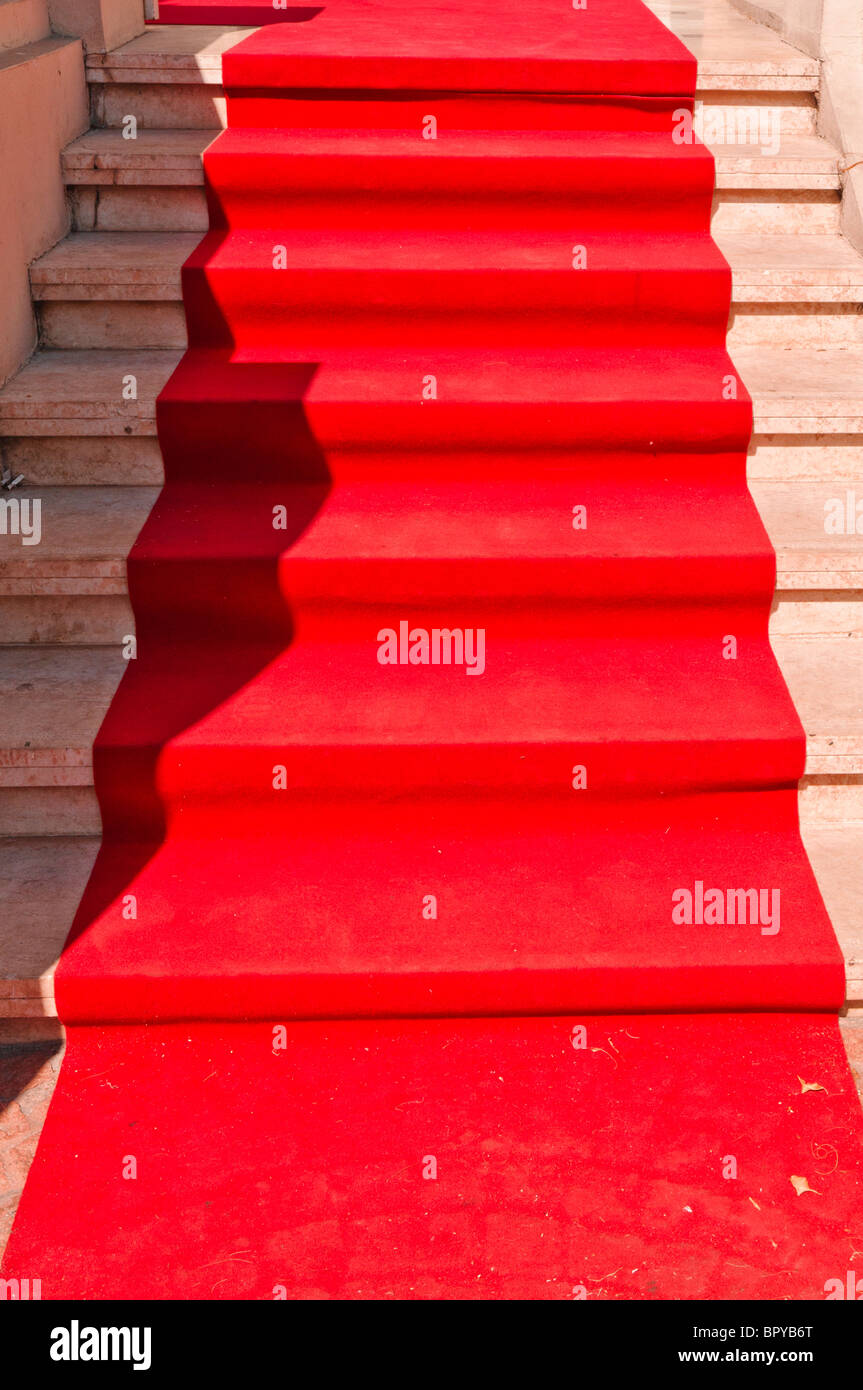Red Carpet leading up steps at a movie award ceremony - Stock Image