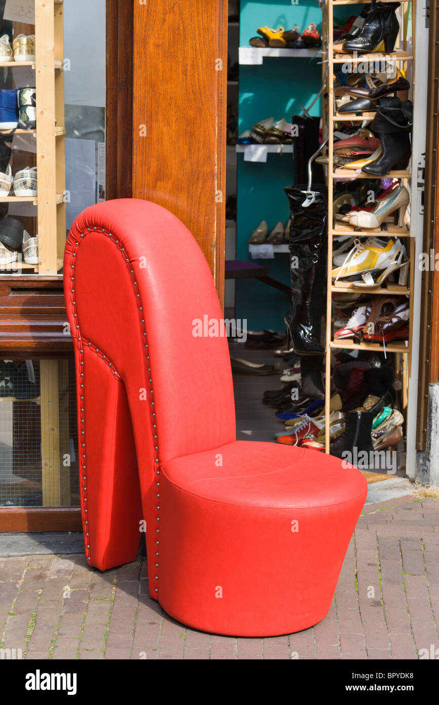Giant Red Shoe Immagini & Giant Red Shoe Fotos Stock Alamy