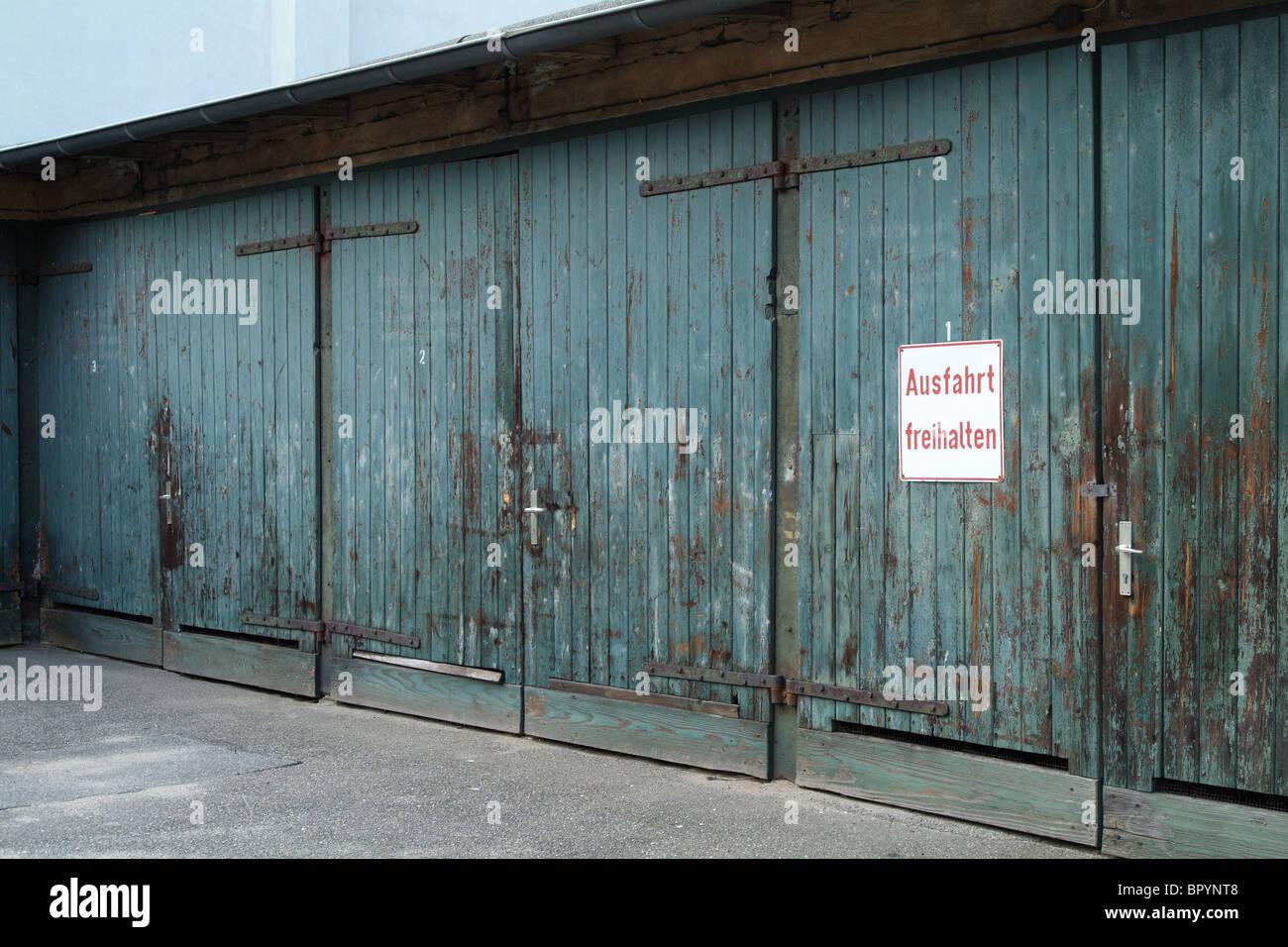 Wonderful (Keep Driveway Clear!) Sign On Garage Door, Hamburg, Germany
