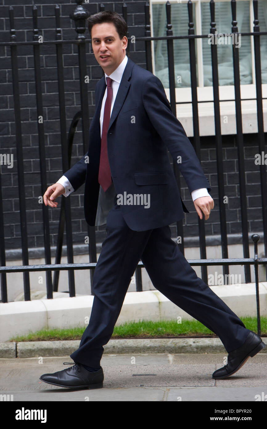 Ed Miliband talks to the press out side of Downing Street - Stock Image