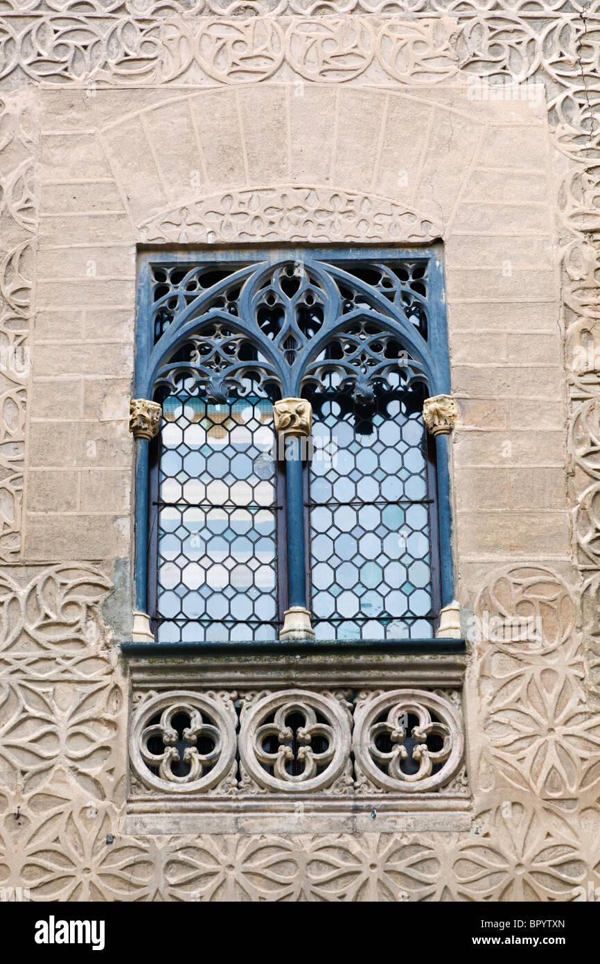 Segovia, Segovia Province, Spain. Flamboyant Gothic window of 15th century Palacio de Cascales - Stock Image