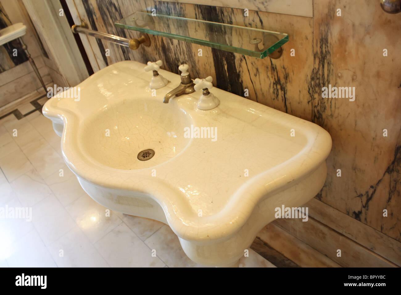 vintage retro white bathroom sink - Stock Image