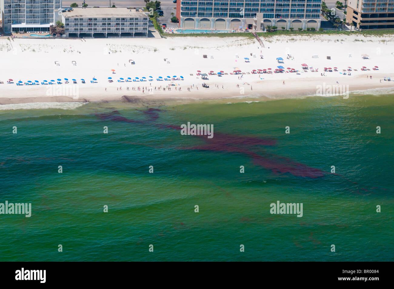Oil washes onshore, Orange Beach, Alabama. - Stock Image
