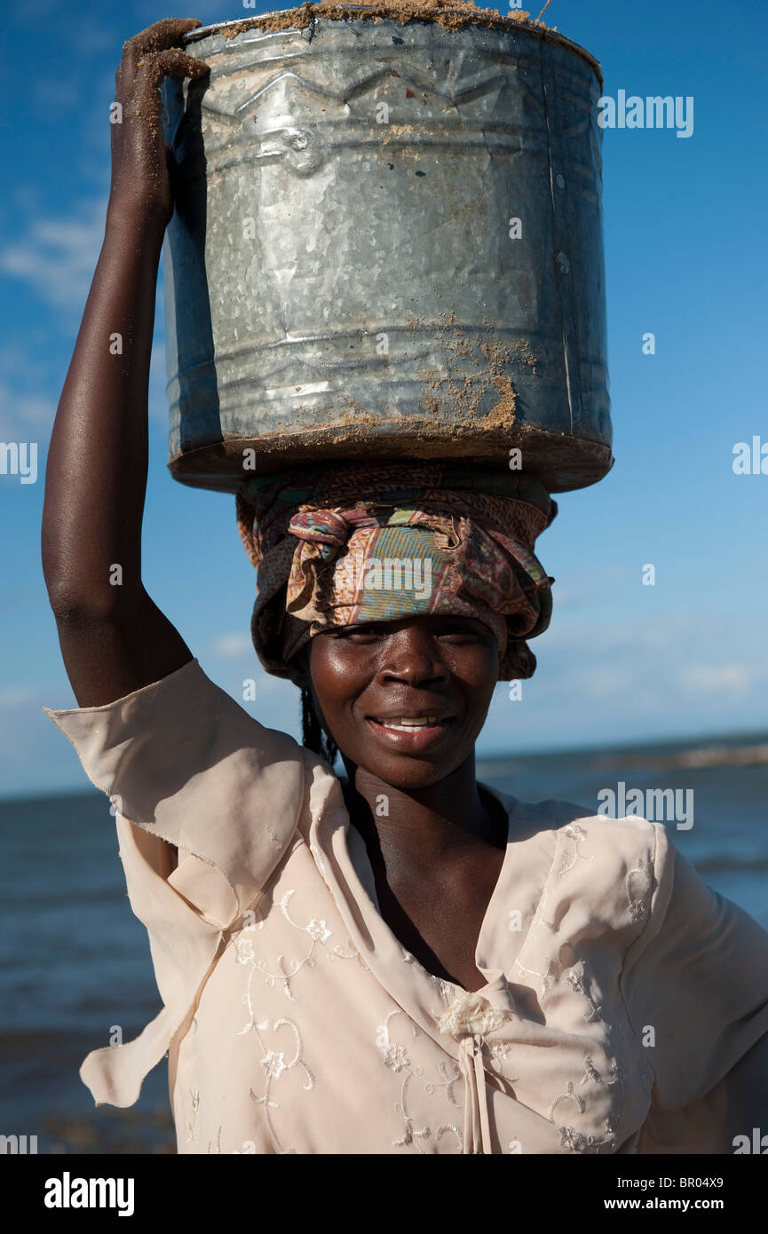 Woman carrying sand, Nkhotakota, Malawi - Stock Image