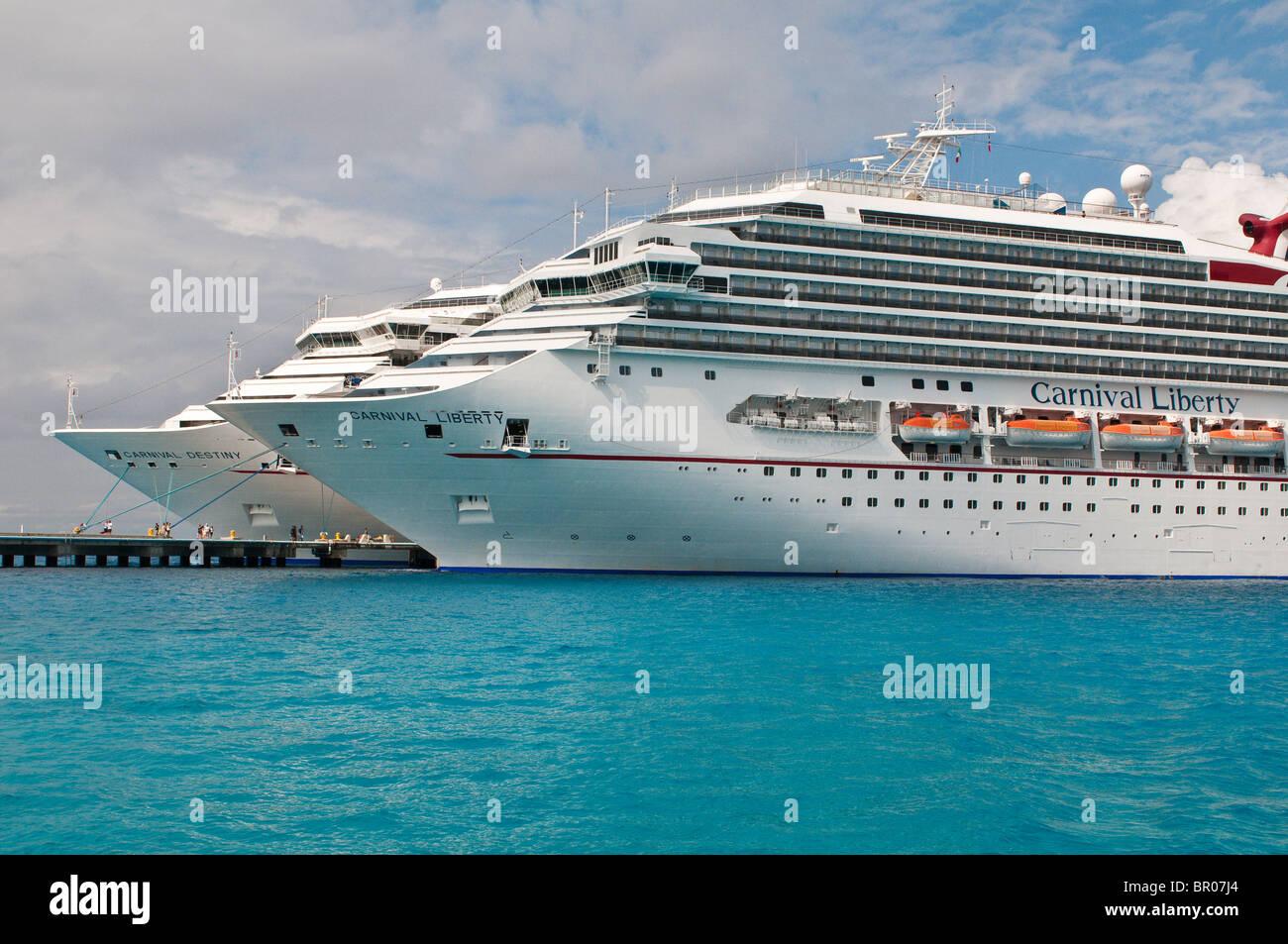 Mexico Cozumel Cruise Ships In Isla De Cozumel Cozumel
