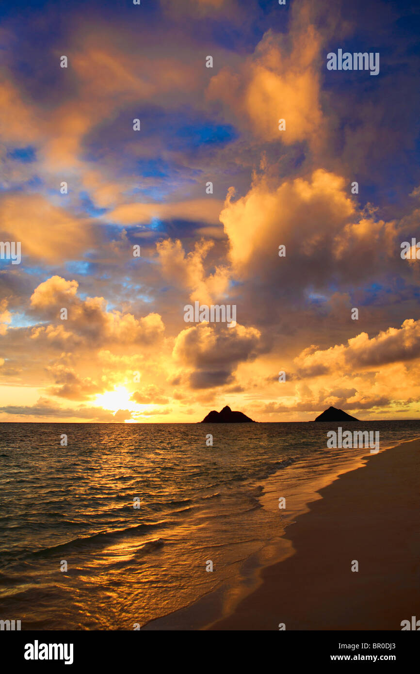 September sunrise over the Mokulua Islands at Lanikai, Hawaii Stock Photo