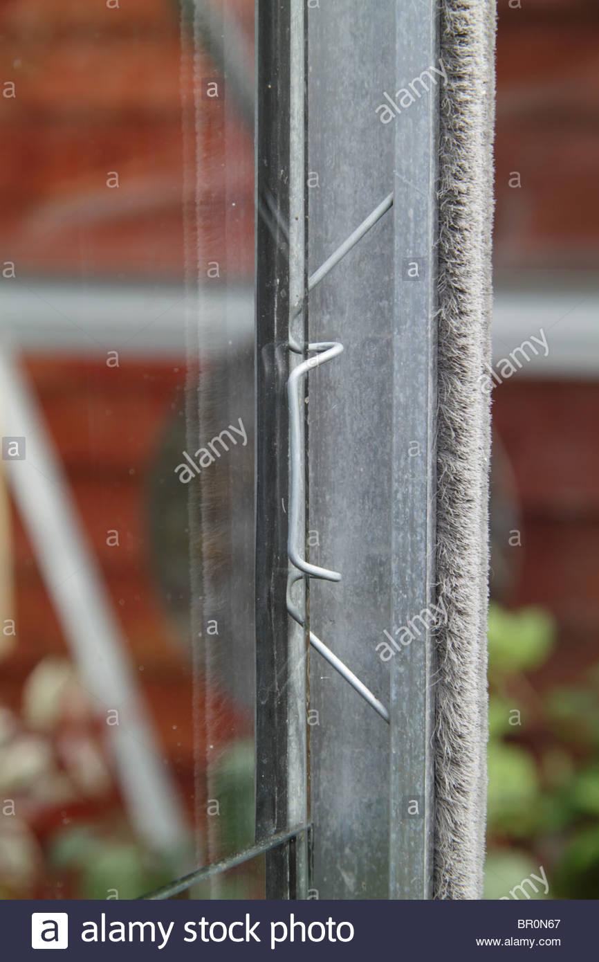 Greenhouse glass w glazing clips 100 dark green black