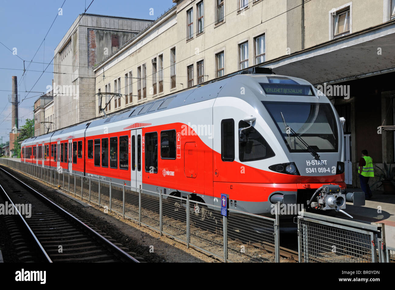 Gyor, W Transdanubia, Hungary. Local train at the platform in Gyor Railway Station - Stock Image