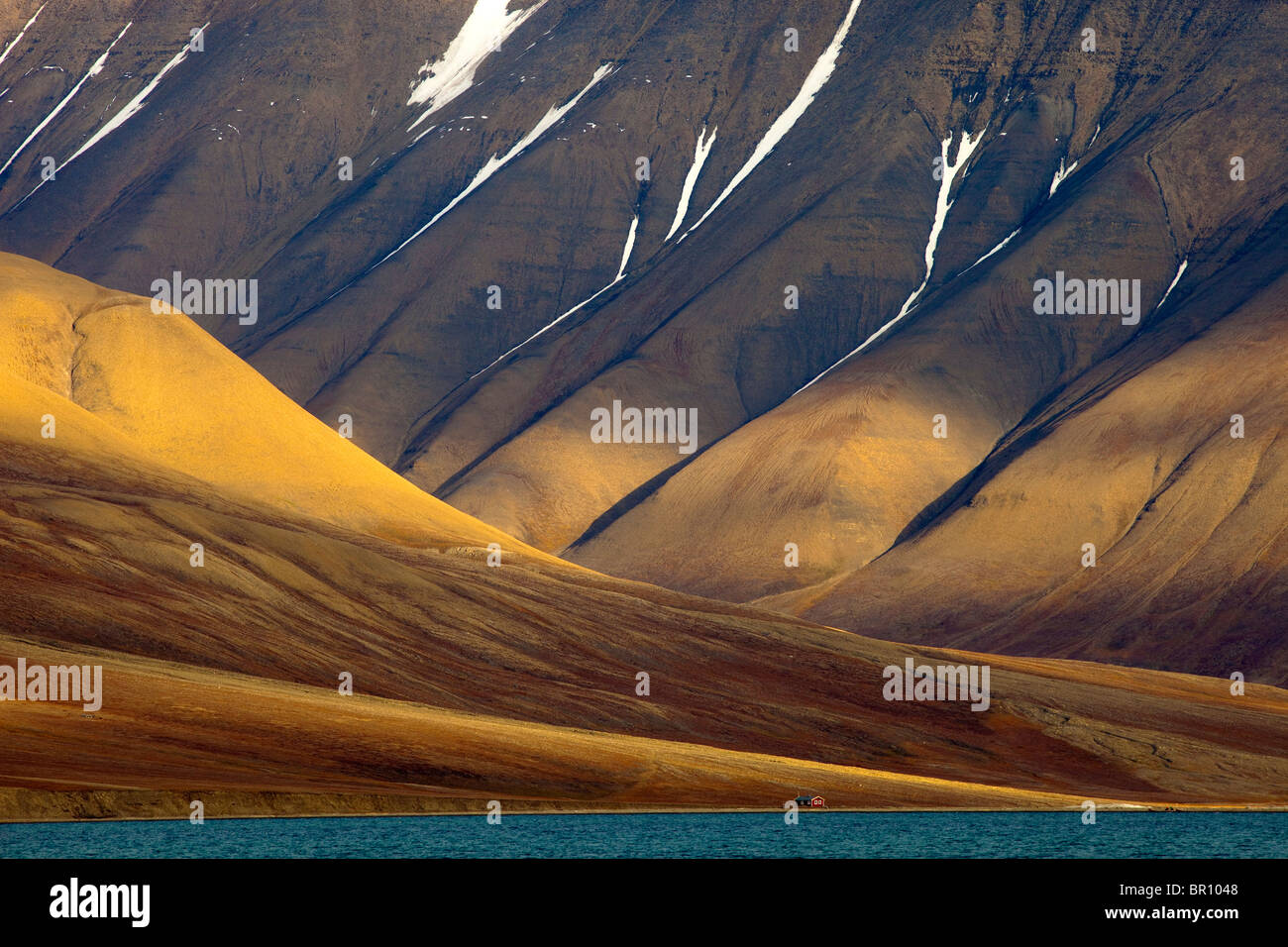 ARCTIC LANDSCAPE on Svalbard with house - Stock Image