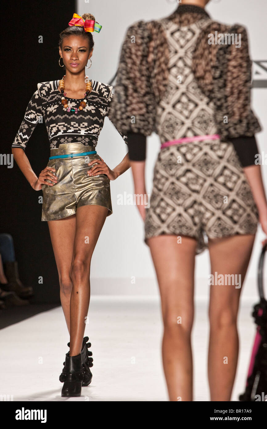 10 September 2010 New Yok Usa Project Runway Season 8 Mondo Guerra Stock Photo Alamy