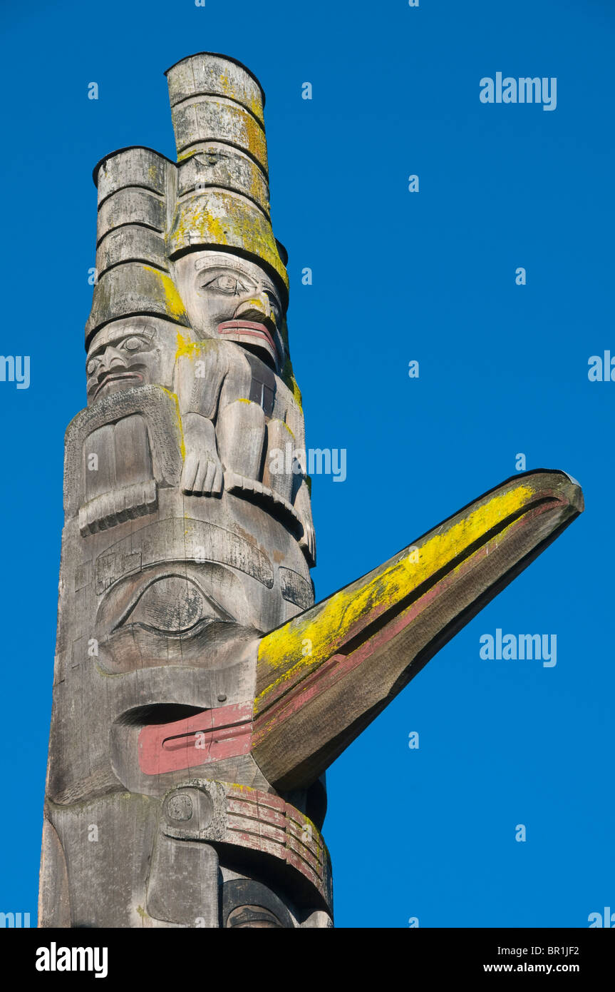 Cormorant figure and 'Watchmen', Cumchewa Pole detail, Haida Style, Thunderbird Park, Royal BC Museum, Victoria - Stock Image