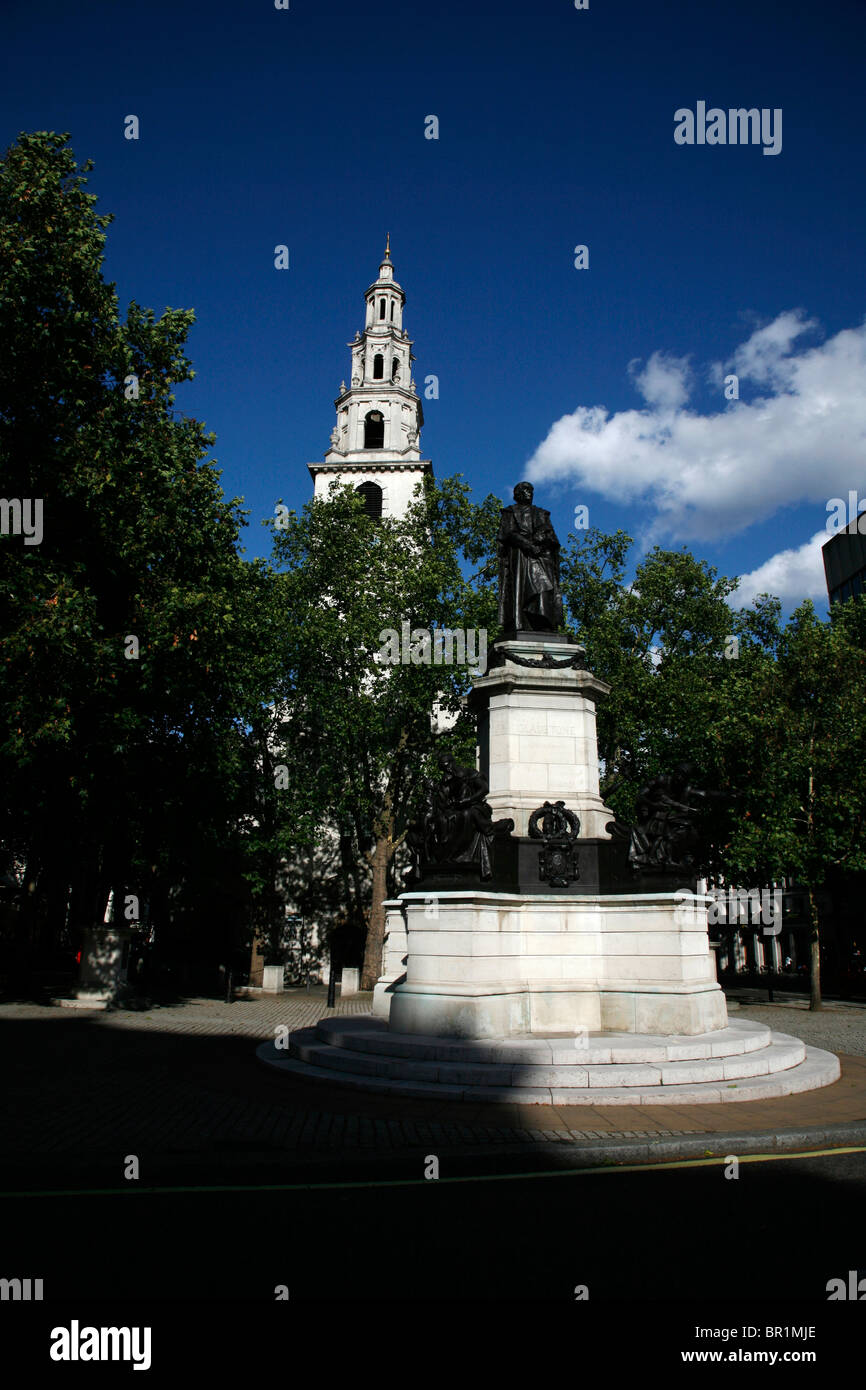 Statue of William Gladstone in front of St Clement Danes on The Strand, London, UK - Stock Image