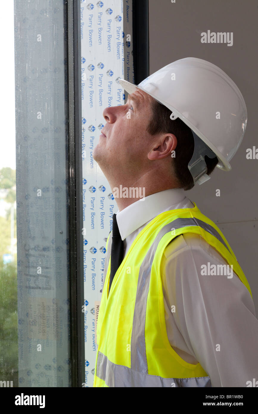 Topping out of Police Southampton Operational Command Unit by Hampshire Chief Constable Alex Marshall, Chair of - Stock Image