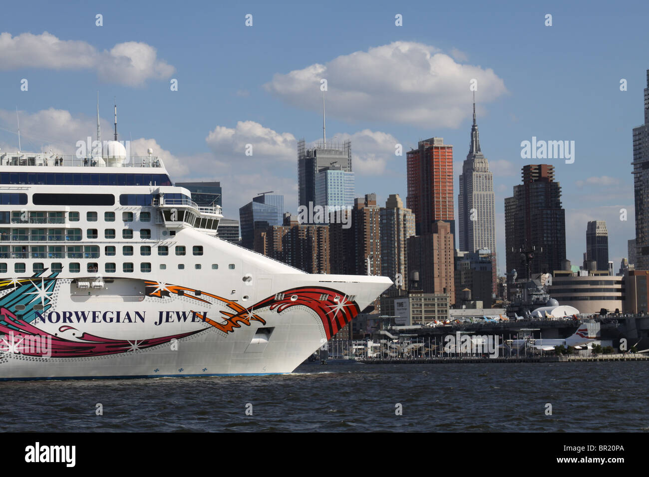 New York City- September 4, 2010-Nowegian Jewel cruise ship approching the Empire State Building on the Hudson River. - Stock Image