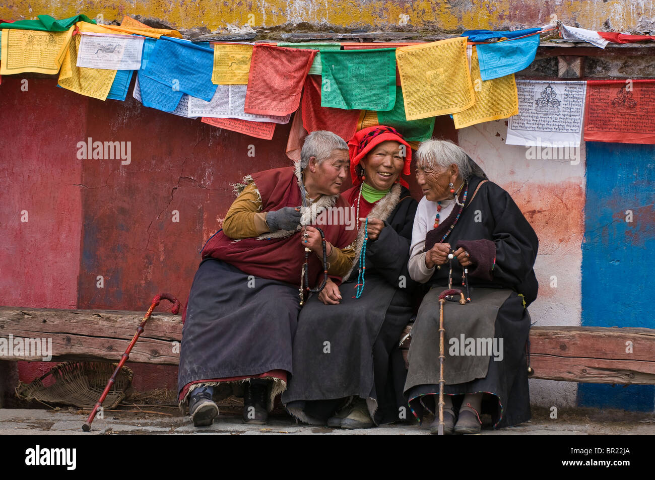 Elderly Tibetan Buddhist pilgrims chat while visiting Tagong Monastery, Sichuan Province, China - Stock Image