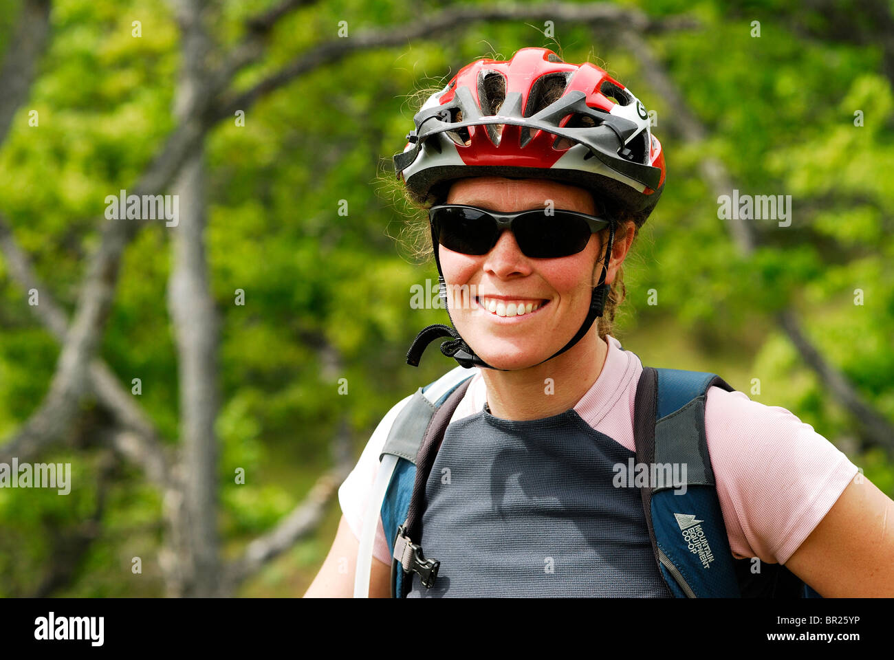 Woman mountain biking. Hood River, Oregon, USA - Stock Image