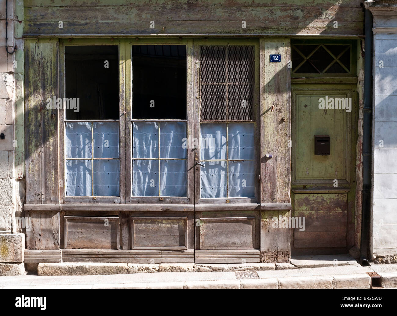 Old closed shop frontage - France. - Stock Image