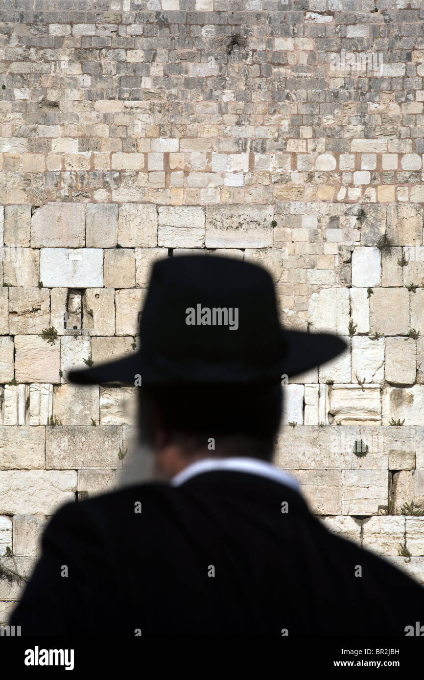 A religious Jew praying at the Western ('Wailing') Wall, Jerusalem, Israel - Stock Image