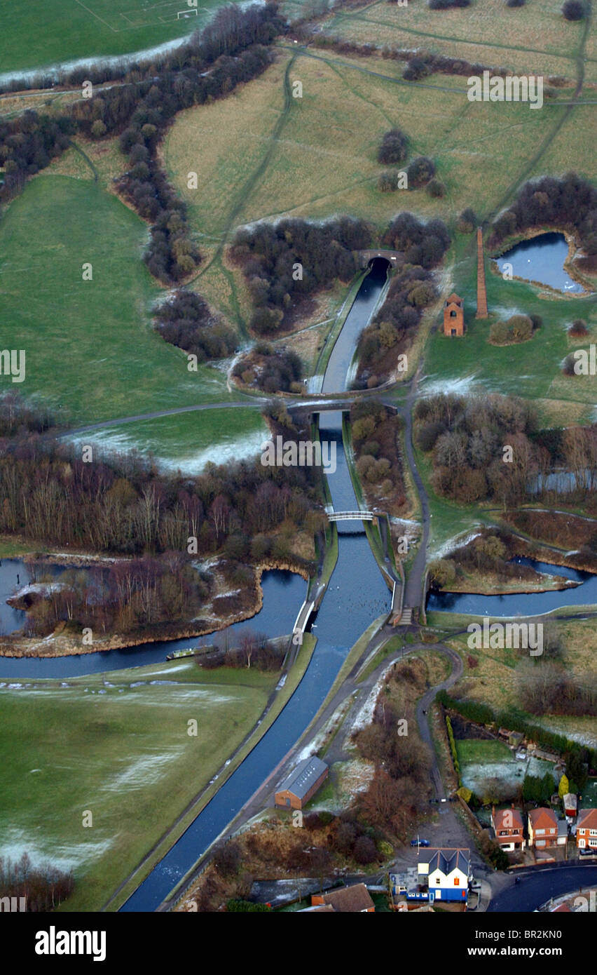 The Dudley No 2 Canal at the southern entrance to Netherton Tunnel at Windmill End Junction in 2003 - Stock Image