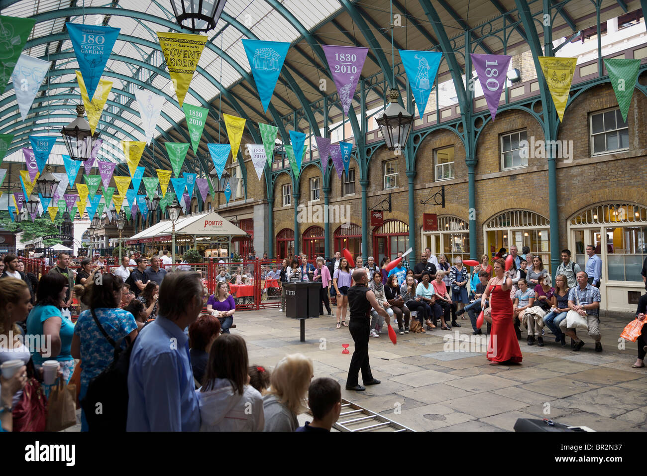 Entertainers at Covent Garden, London - Stock Image