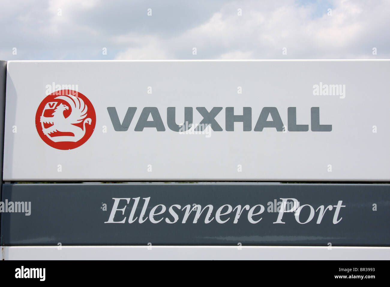 Vauxhall Motors signeage at its UK factory in Ellesmere Port - Stock Image