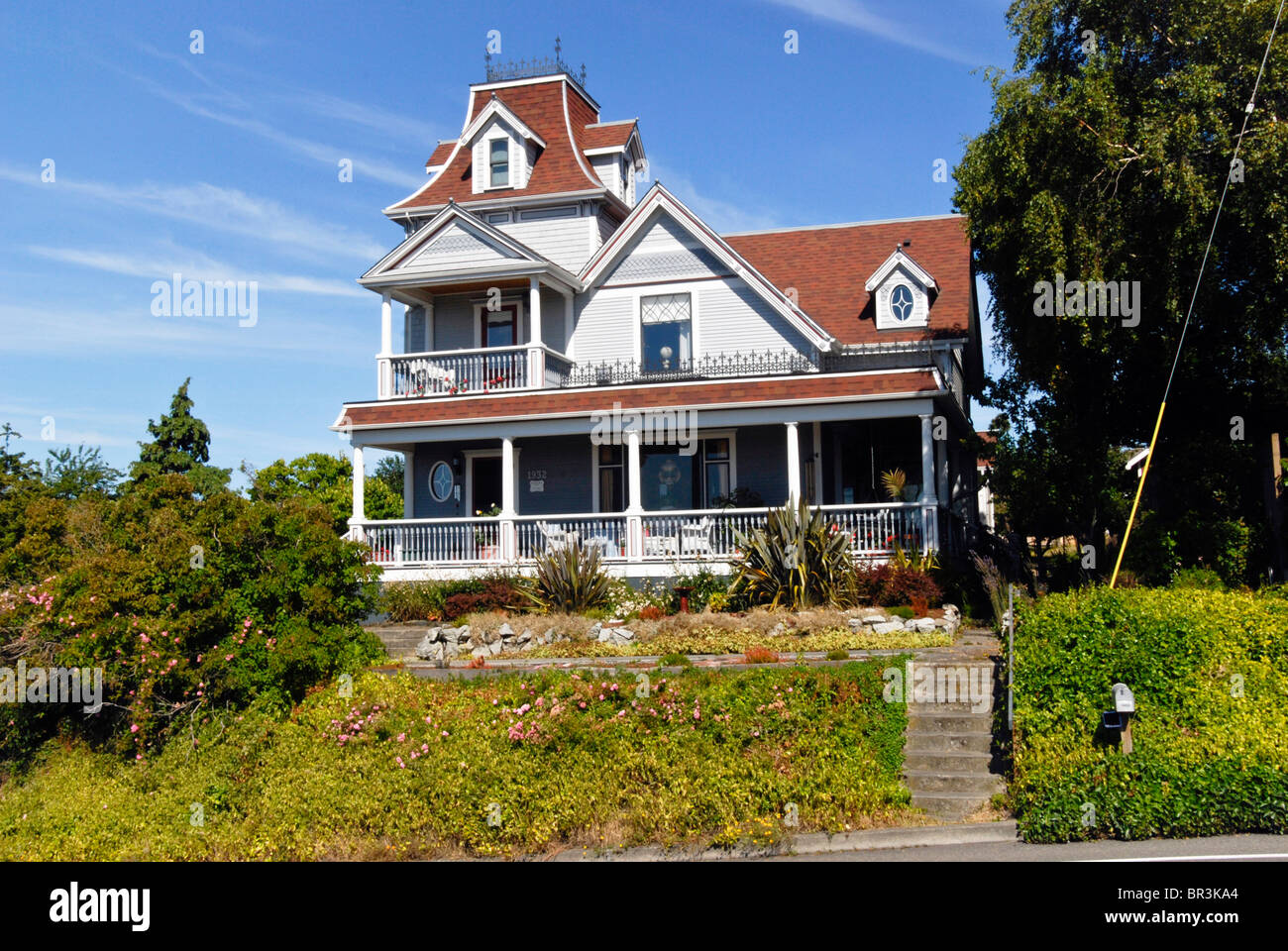 historic Victorian house with mansard gable & decorative widows walk in Port Townsend Olympic Peninsula Jefferson - Stock Image
