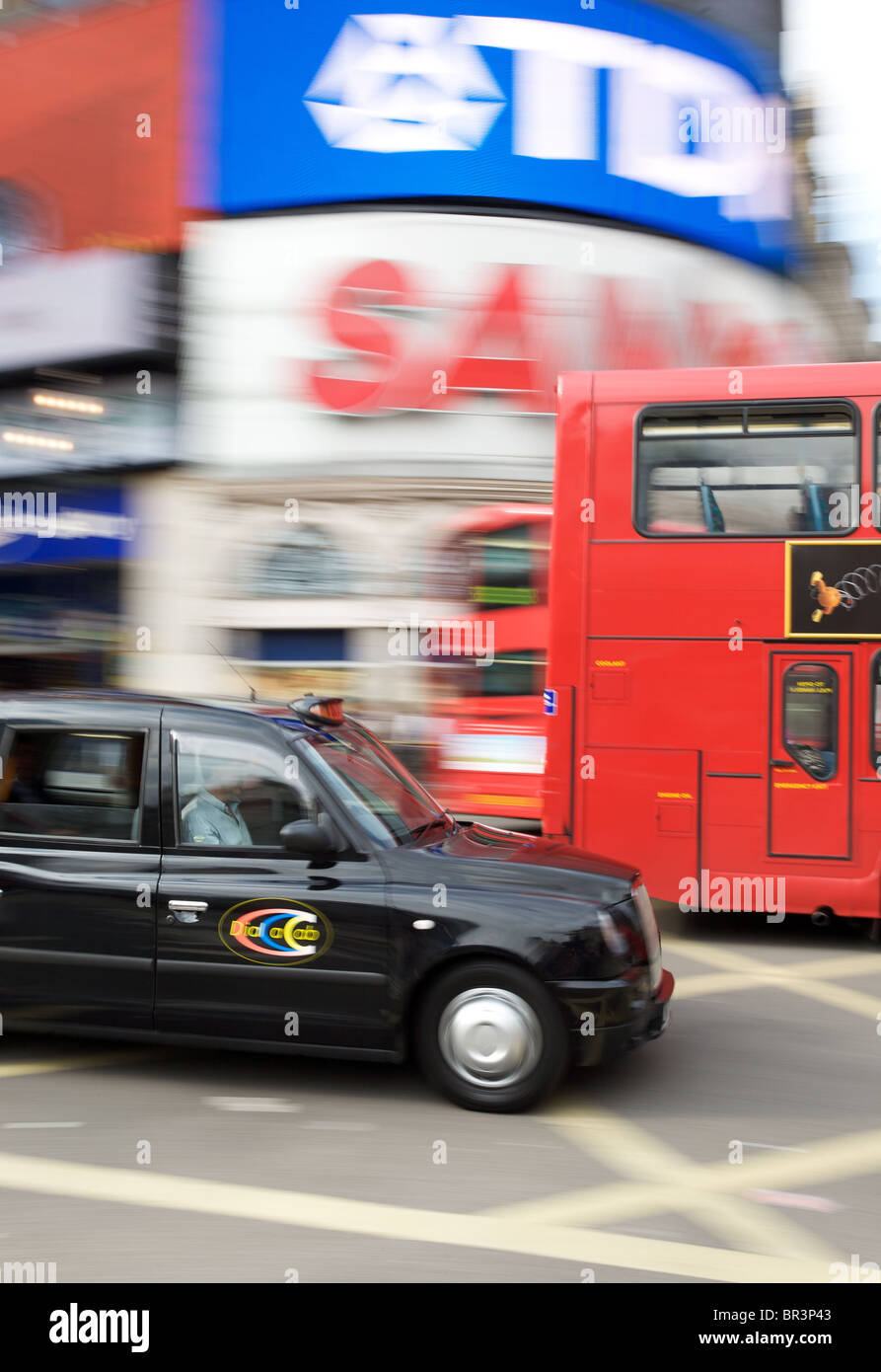 Bus and taxi at Piccadilly Circus, Londond - Stock Image