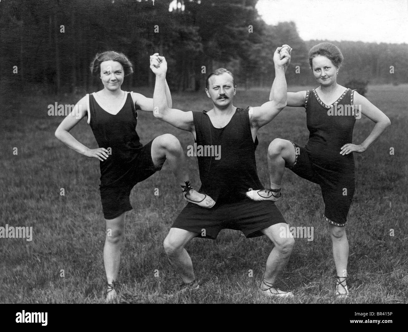 Historical image, man with two women wearing sporting outfits, ca. 1917 - Stock Image