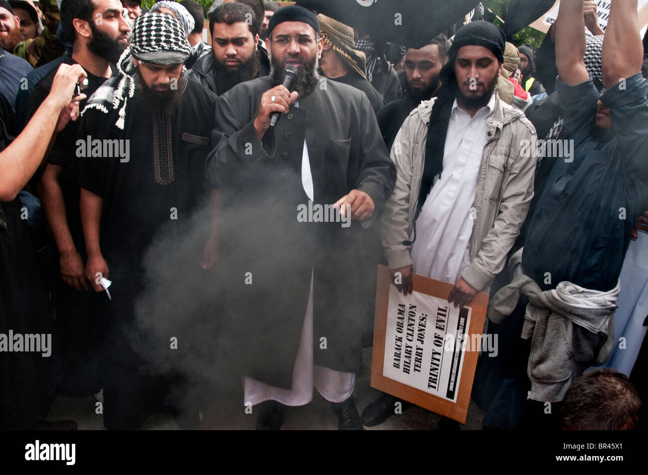 An extremist group 'Muslims Against the Crusades',led by Anjem Choudary (centre) burn the American flag - Stock Image