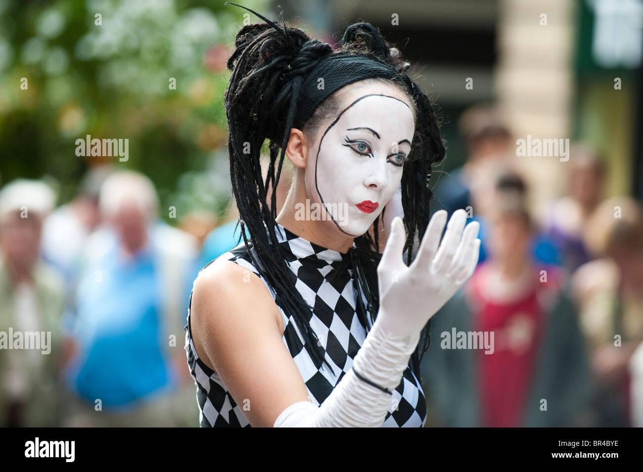 Mime artist at Shrewsbury International Street Theatre Festival Shropshire UK - Stock Image