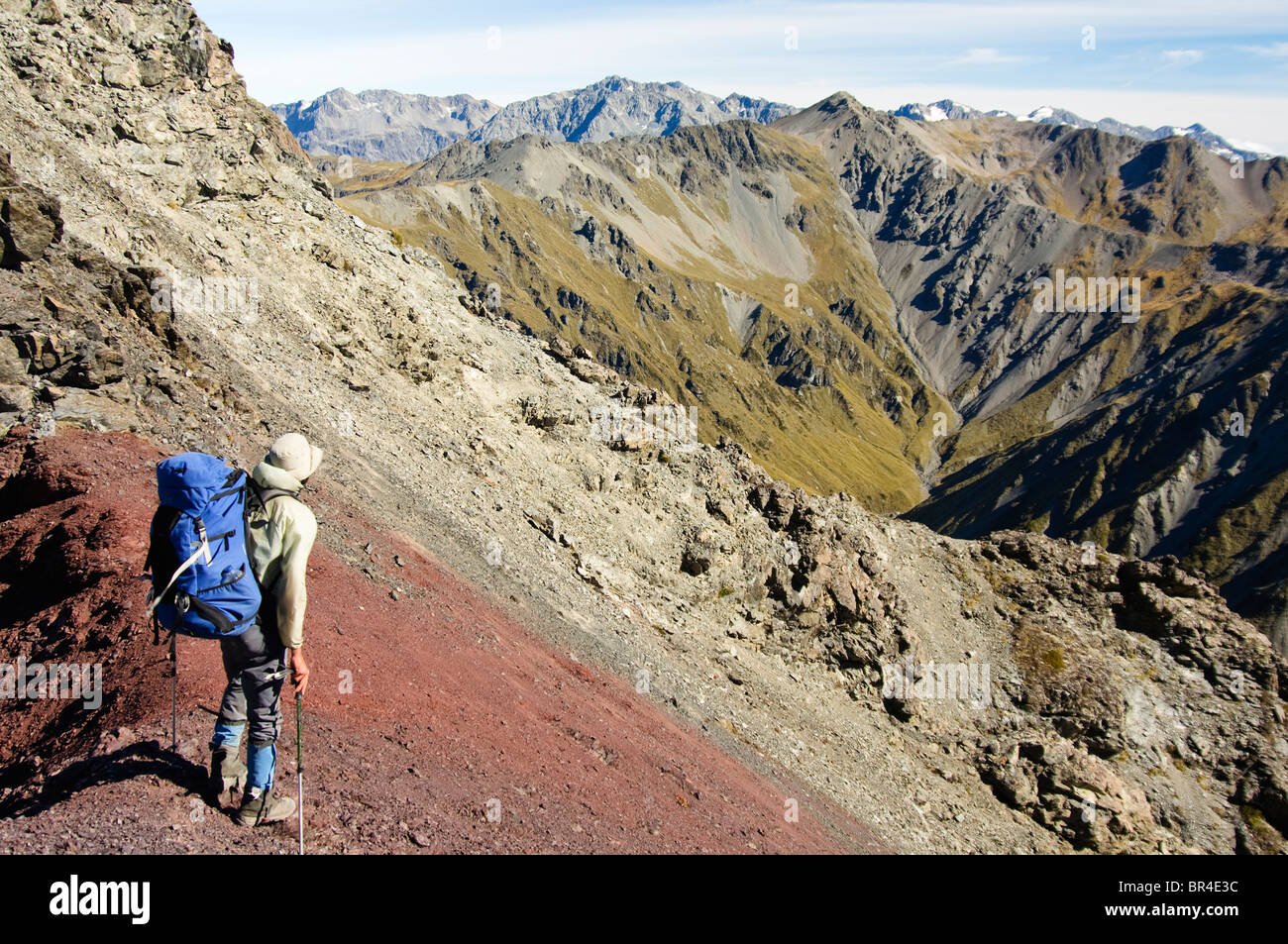 New Zealand, South Island, Arthurs Pass National Park. James O'Donnell during a ridge traverse of the Alpine - Stock Image