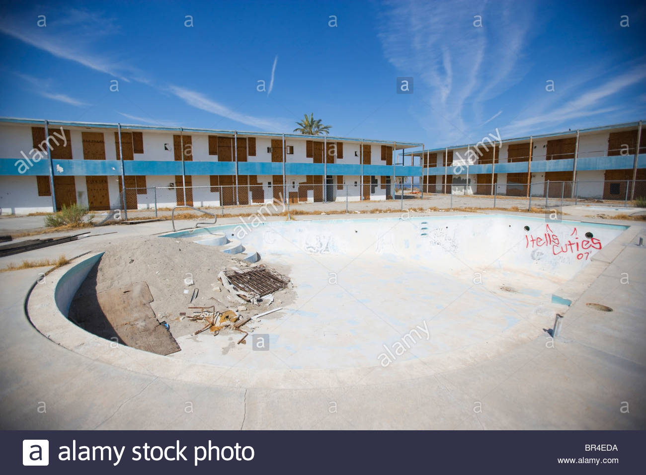 An Empty Swimming Pool At An Abandoned Hotel And Resort Along The Stock Photo 31446614 Alamy