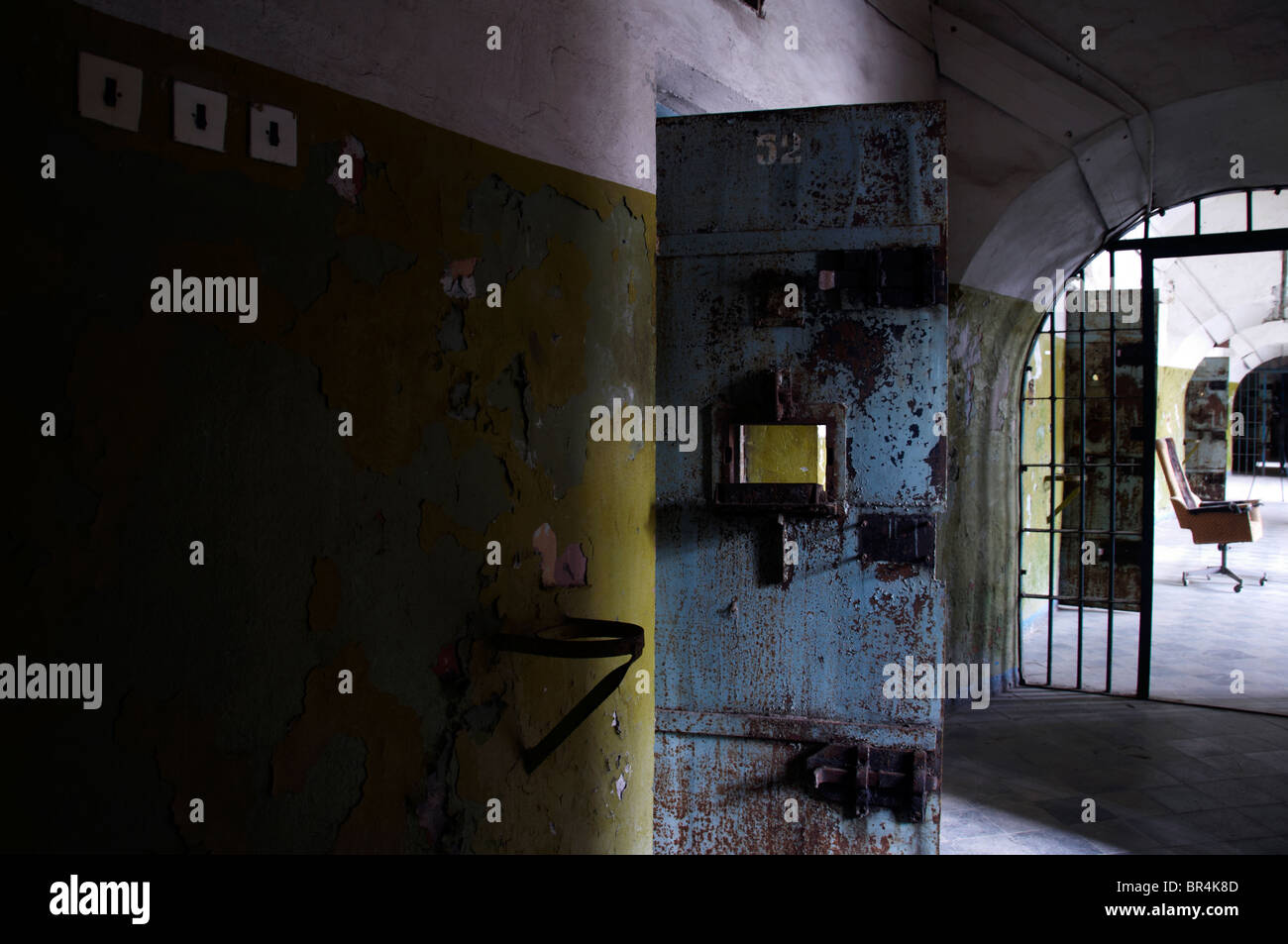 Cell doors in the old abandoned prison : cell doors - Pezcame.Com