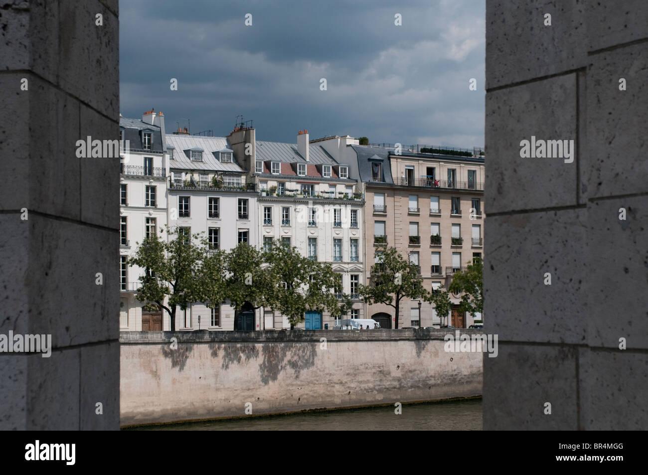 Apartment blocks on Ile St Louis, Paris, France - Stock Image