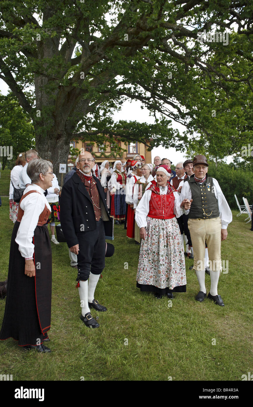 People in traditional Swedish folk costumes at midsummer celebration. Naas castle estate, Sweden. - Stock Image