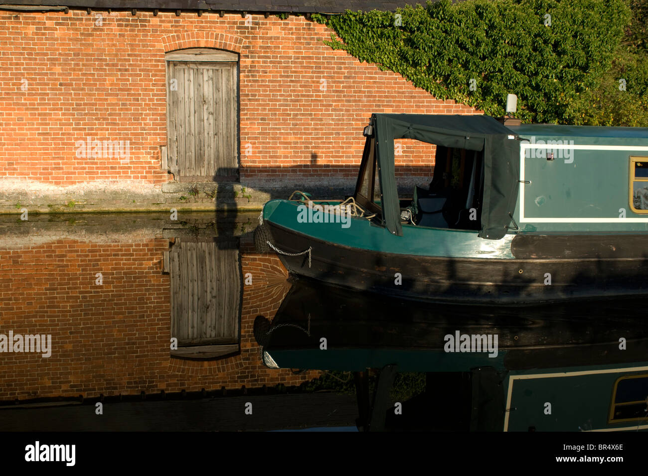 A narrowboat on the Oxford Canal near Aynho - Stock Image