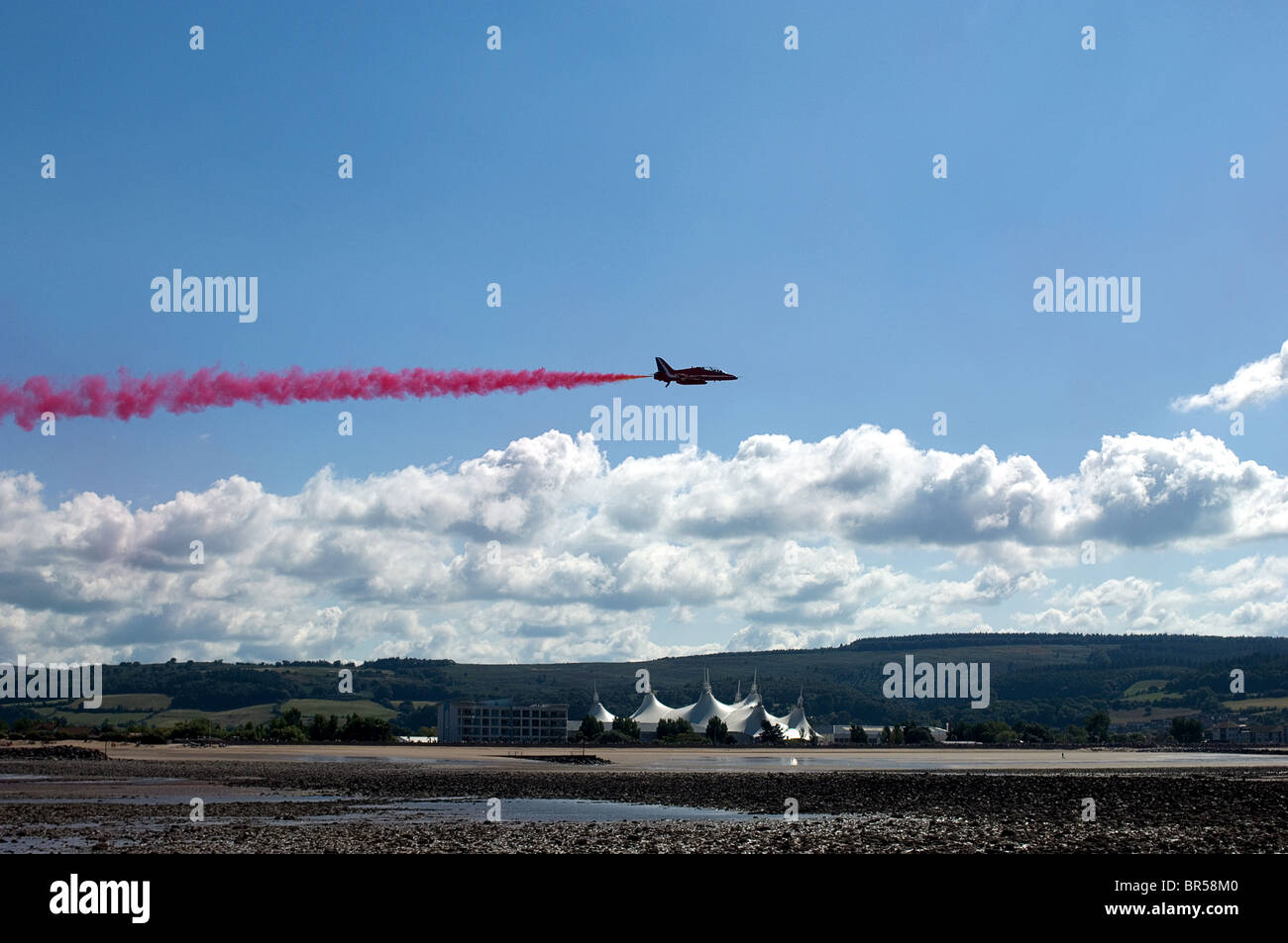 Single Hawk Jet of the RAF Aerobatic team, the Red Arrows - Stock Image