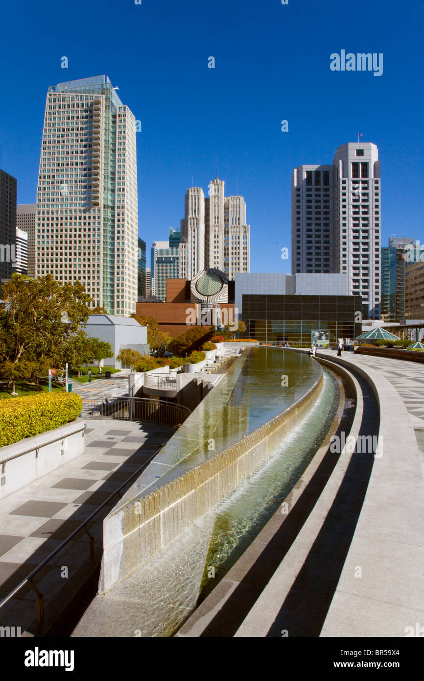 MARTIN LUTHER KING MEMORIAL WATER FOUNTAIN and the San Francisco Modern Art Museum  YERBA BUENA CENTER SAN FRANCISCO, - Stock Image